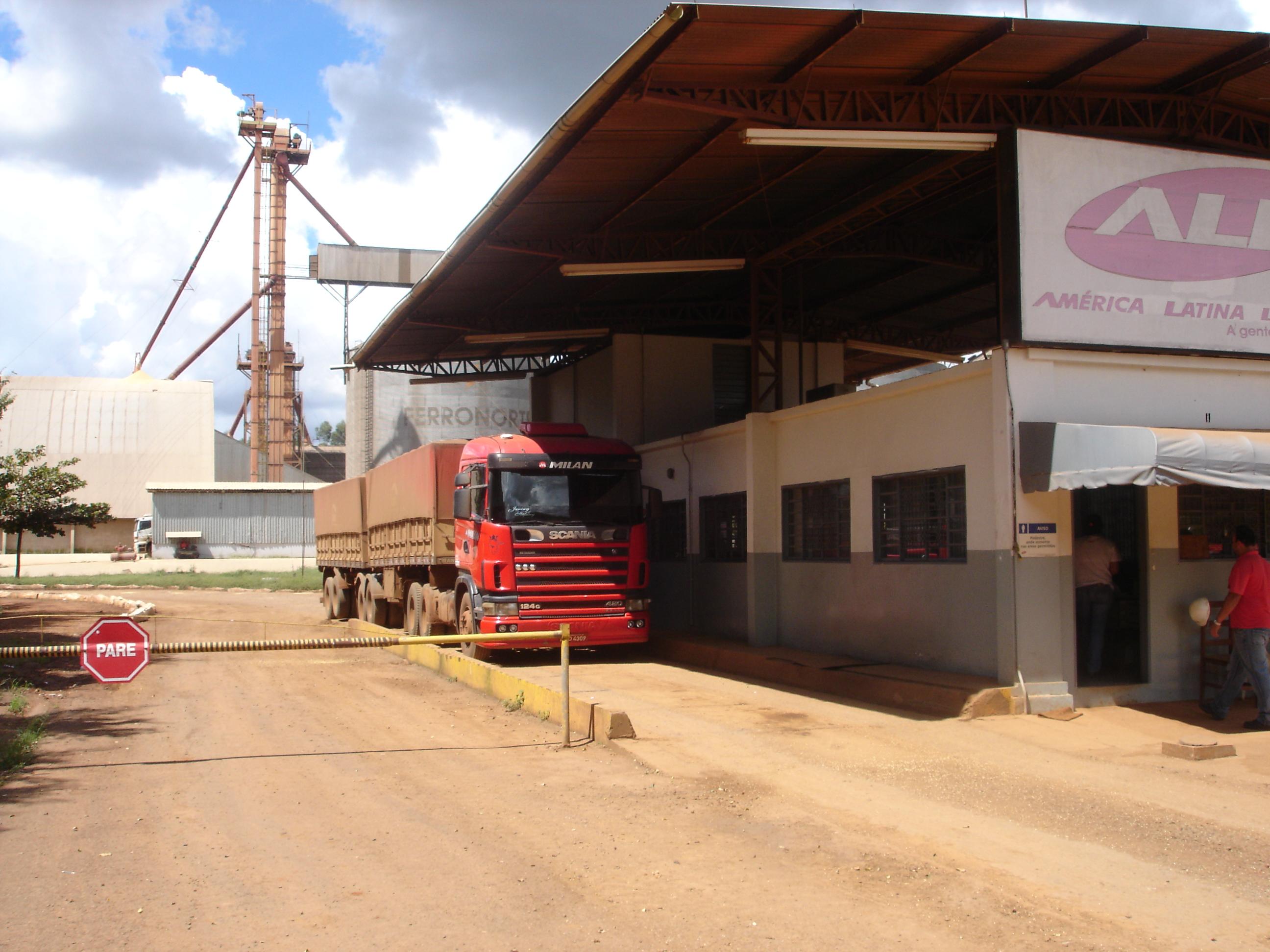 Soybeans arriving at Ferronorte Railroad in Alto Taquari, Mato Grosso